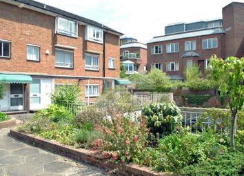 3 bed property to rent in Avenue Road, St Johns Wood, London NW8