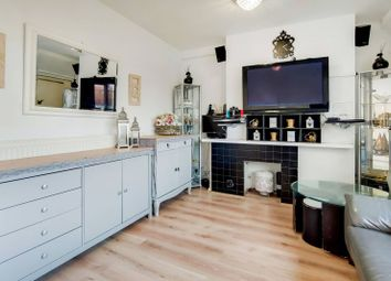 Thumbnail 2 bed flat for sale in Hanbury Street, Tower Hamlets, London