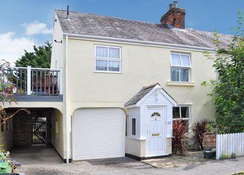 Thumbnail 2 bed flat for sale in Jubilee Road, Newbury