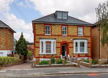 2 bed flat to rent in Bakers Court, Queens Road, Brentwood CM14