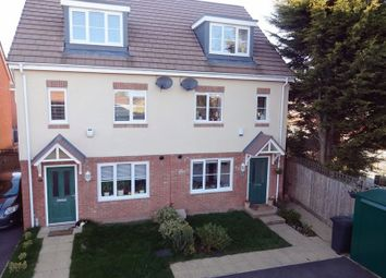 Thumbnail 4 bedroom town house for sale in Verde Close, Luton