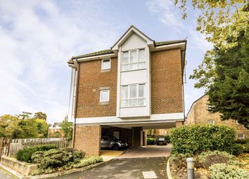 Thumbnail 2 bed flat to rent in Hampton Court Way, East Molesey