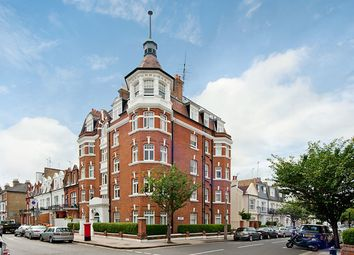 Thumbnail 3 bedroom flat to rent in Hurlingham Road, Parsons Green