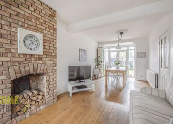 Southend Arterial Road, Hornchurch RM11. 3 bed end terrace house
