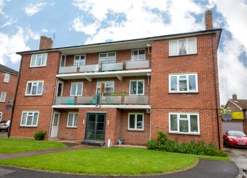 Thumbnail 2 bed flat for sale in Stroud Green, Newbury