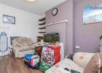 Thumbnail 2 bed flat to rent in County Street, London