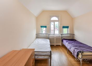Thumbnail 1 bed flat to rent in Ashdown Road, Epsom