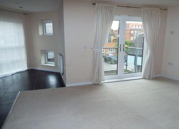 2 bed flat to rent in Lyons Crescent, Tonbridge TN9