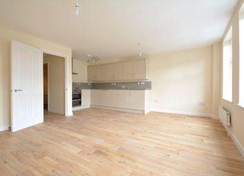 Thumbnail 1 bed flat to rent in Battersea High Street, Battersea