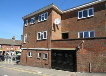 2 bed flat to rent in Upper Gladstone Road, Chesham HP5