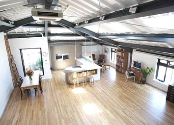 Thumbnail 2 bed flat to rent in Shacklewell Street, Shoreditch, London