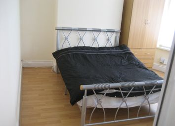 Thumbnail 5 bed shared accommodation to rent in Leeshall Cresent, Fallowfield, Manchester