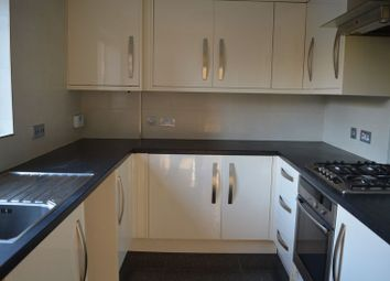 2 bed flat to rent in Priory Field Drive, Edgware HA8