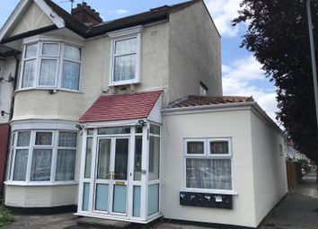 Thumbnail Studio to rent in Ashurst Drive, Ilford