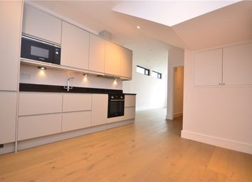 7 Queens Road, Farnborough, Hampshire GU14. 1 bed flat