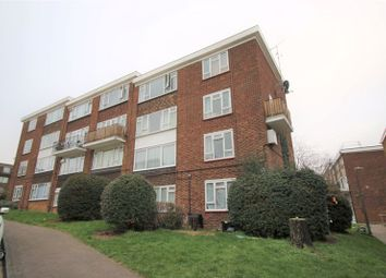 2 bed maisonette to rent in Victor Walk, Hornchurch RM12