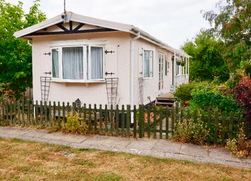 Thumbnail 2 bed mobile/park home for sale in Rawlings Mobile Home Park, Avebury, Marlborough