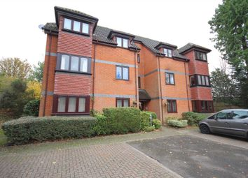 Thumbnail 2 bed flat to rent in Crowthorne Road, Bracknell