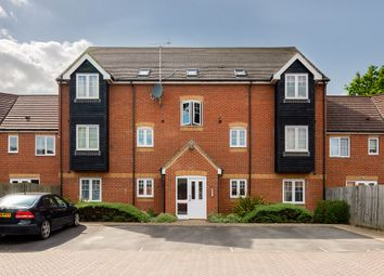 Thumbnail 2 bed flat for sale in Kestrels Mead, Tadley