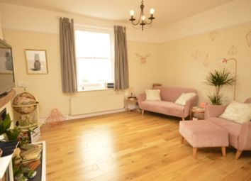 2 bed flat for sale in London Road, St Albans, Hertfordshire AL1