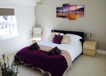 Thumbnail 2 bedroom flat to rent in High Street, Topsham, Exeter