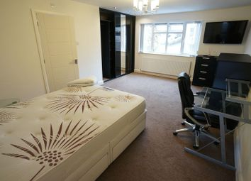 Thumbnail Room to rent in Room 2, Kings Road, South Benfleet