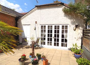 2 bed flat for sale in High Street, Winchester, Hampshire SO23
