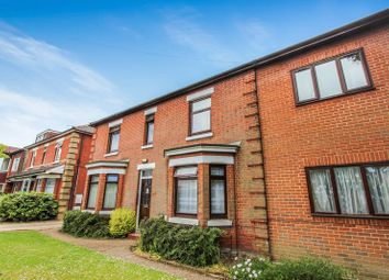 Thumbnail 2 bedroom flat for sale in Winchester Road, Shirley, Southampton