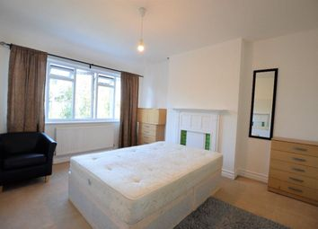 Thumbnail 3 bed flat to rent in Golders Green Road, London