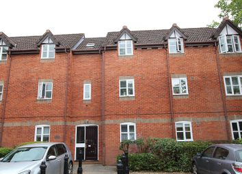 Thumbnail 2 bedroom flat for sale in Ashdown House, Rembrandt Way, Reading, Berkshire