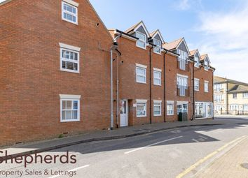 Thumbnail Flat to rent in Wycliffe Close, Cheshunt, Herts