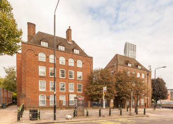 2 bed maisonette for sale in Bromley High Street, Bow E3