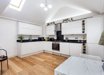 Athelstane Mews, London N4. 1 bed flat for sale