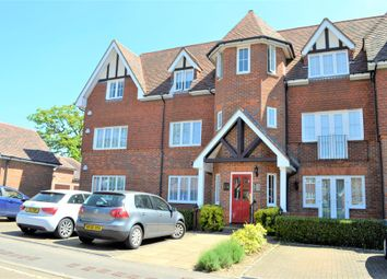 Thumbnail 3 bed flat to rent in Oakfield Close, Amersham