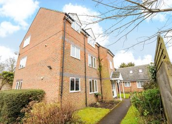 Thumbnail 2 bed flat to rent in Sunninghill Road, Sunninghill