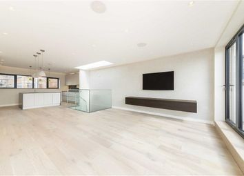 Thumbnail 2 bed flat to rent in Risborough Street, London