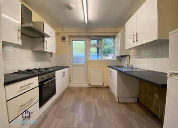 3 bed flat to rent in Forest Court, Chingford E4