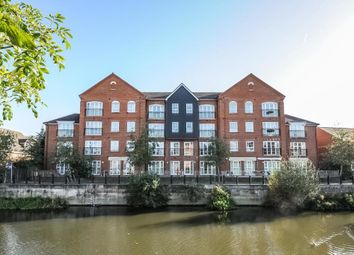 Thumbnail 2 bed flat to rent in Hunters Wharf, Central Reading