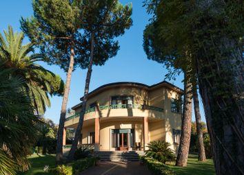 Thumbnail Villa for sale in 21, Via Corsica, Forte Dei Marmi, Italy
