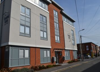 Thumbnail 2 bed flat to rent in West Street, Newbury