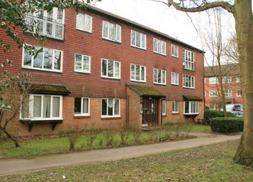 2 bed flat to rent in Hallington Close, Horsell, Woking GU21