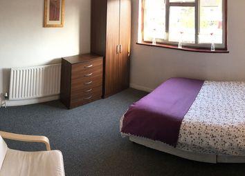Thumbnail Room to rent in Elsenham Crescent, Basildon