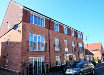 Thumbnail 2 bed flat for sale in Beech Road, Newbury