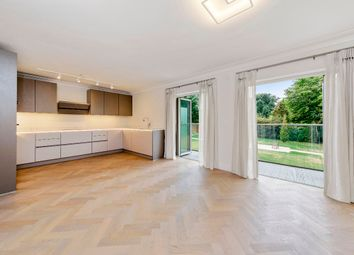St. Georges Heights, Claremont Lane, Esher KT10. 2 bed flat for sale