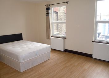 Thumbnail 6 bed flat to rent in Kennington Rd, London