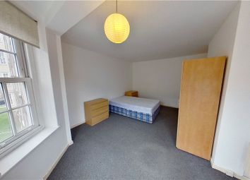 4 bed flat to rent in Glasshouse Walk, Vauxhall, London SE11