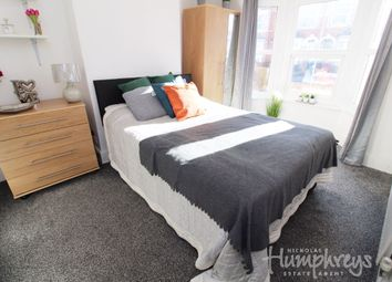 Thumbnail Room to rent in Room 1 - Grange Avenue, Reading