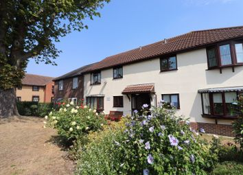 2 bed flat for sale in Hilltop Close, Rayleigh, Essex SS6
