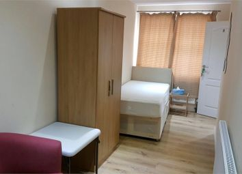 Thumbnail Studio to rent in Boston Road (Including Gas, Electric And Water!! ), Hanwell, London