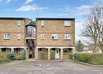 2 bed flat to rent in Vermont Close, Pitsea, Basildon SS13